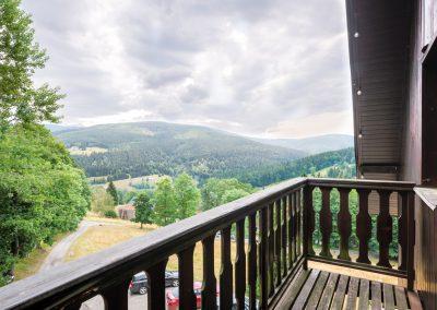 Výhledy z balkonu na Labské údolí